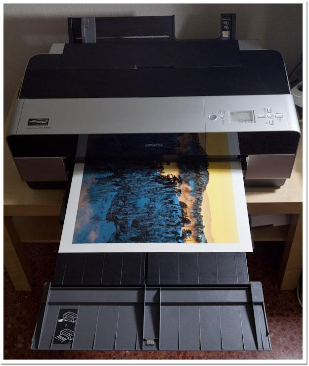 Poco a poco esperando como la foto sale de la impresora