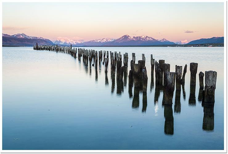 Soleado amanecer en Puerto Natales