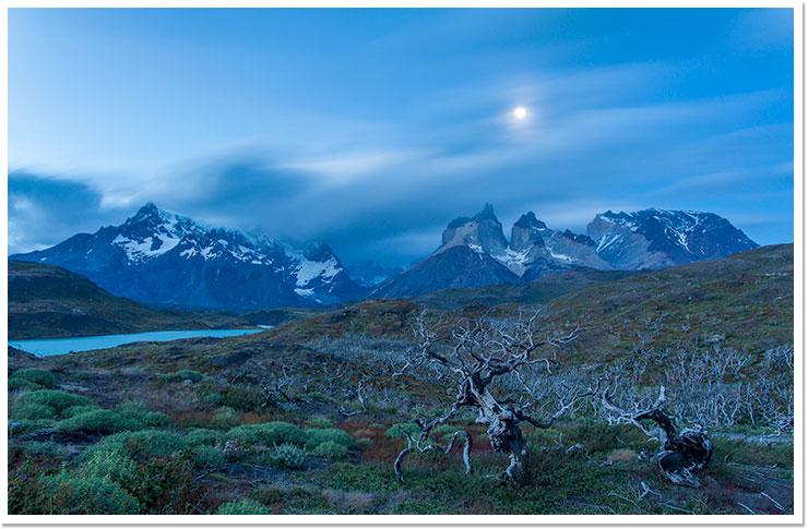 La luna y los Cuernos del Paine