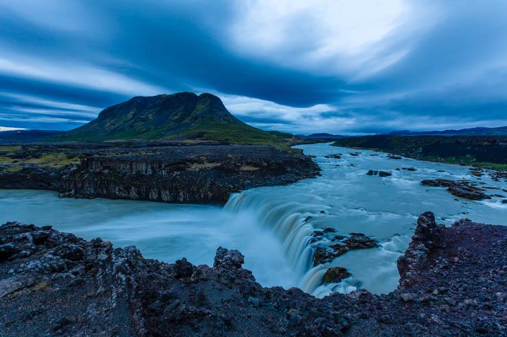 Anochece en Þjófafoss
