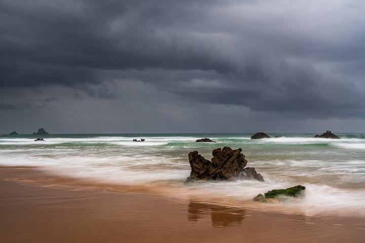Lluvíoso día en la playa de Canallave